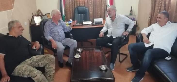 النشرة: اللواء ابو عرب عقد اجتماعا مع قائد القوة الفلسطينية المشتركة