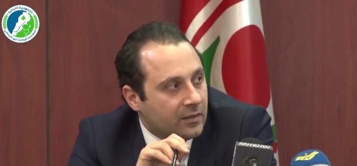 علوية: سوري ينزل عشرات السوريين لجمع الأسماك من القرعون لصالح تجار لبنانيين