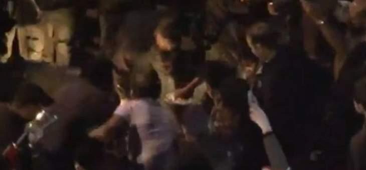 متظاهر يحرق نفسه في ساحة رياض الصلح