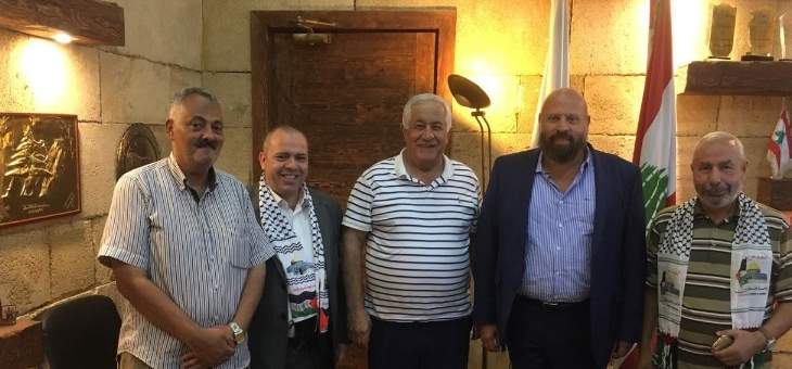 نهرا بحث مع وفد فلسطيني الشؤونالاجتماعية والمعيشية التي تهم الفلسطيني بالشمال