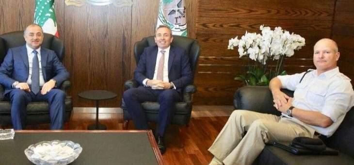 وزير الدفاع التقى رامبلينغ تحضيرا لزيارته المرتقبة الى المملكة المتحدة