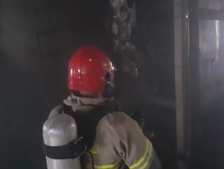 حريق داخل معمل للألومينيوم في المدينة الصناعية بزحلة