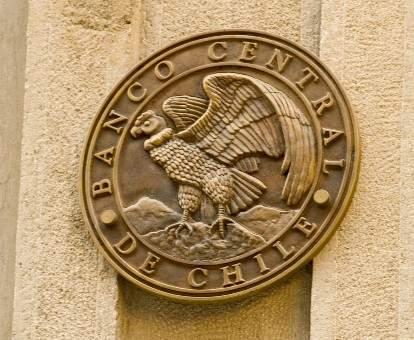 البنك المركزي التشيلي أعلن ضخ 4 مليارات دولار لوقف تدهور العملة الوطنية