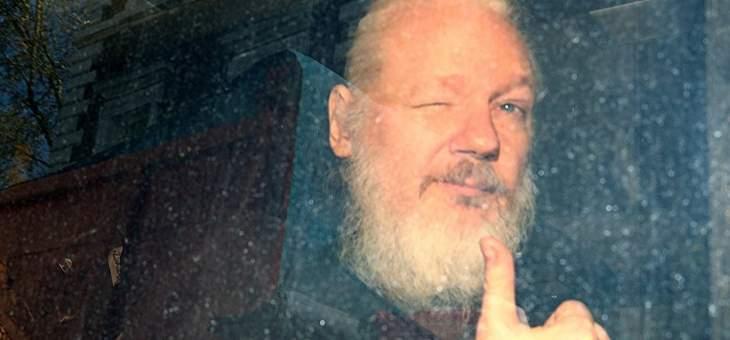 """والد مؤسس """"ويكيليكس"""": ابني قد يموت بالسجن لكشفه جرائم حرب"""