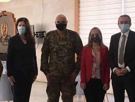 سفير بريطانيا زار قائد الجيش مع سفيرتي أميركا وكندا: داعمون لاستقرار لبنان