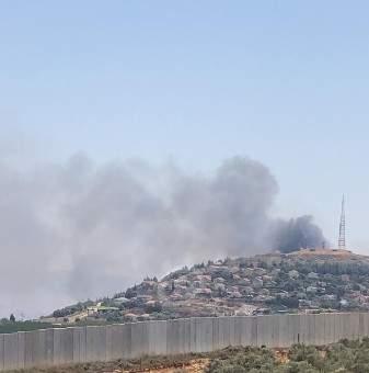 النشرة: تصاعد كثيف للدخان الأسود بمحيط موقع تلة الرياق الإسرائيلي جنوبي مستعمرة المطلة