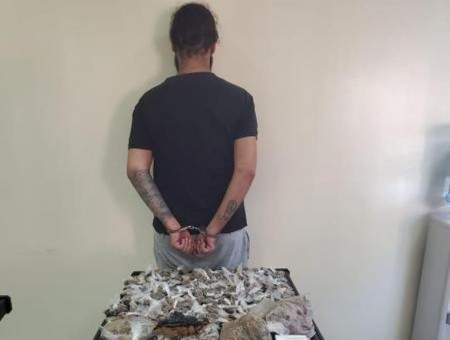 مكتب مكافحة المخدرات المركزي أوقف مروجا في عين الرمانة وضبط كمية منها