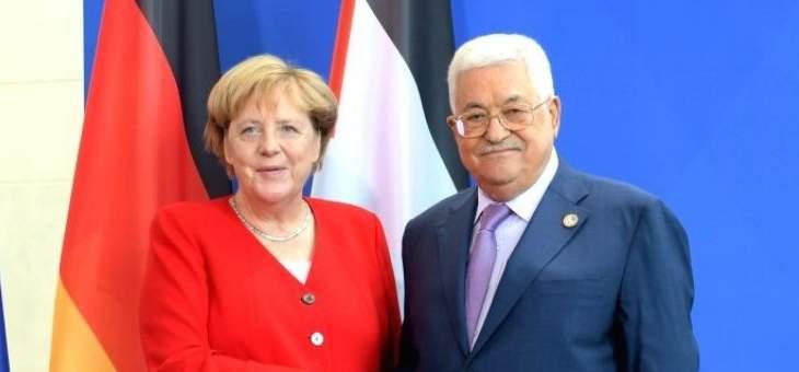 المستشارية الألمانية: ميركل وعباس دعما المبادرات لوقف سريع لإطلاق النار