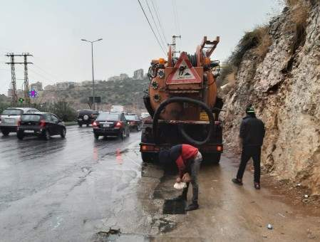 وزارة الأشغال: نتخذ الإجراءات اللازمة لتنظيف المجاري وقنوات تصريف الأمطار لمواجهة أي طارئ