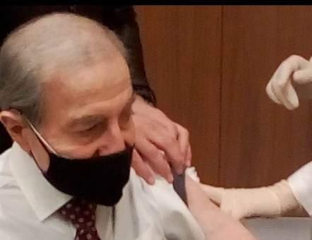 الخليل: أخذت اللقاح في المستشفى وليس في مجلس النواب وسامح الله المفترين