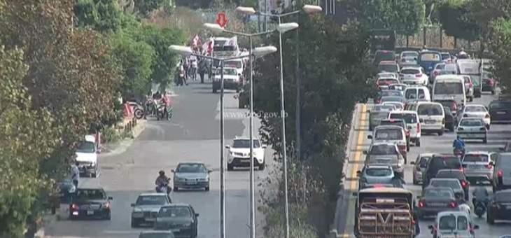 مسيرة لعدد من المحتجين على بولفار بيار الجميل باتجاه العدلية