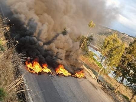 قطع طريق عام الكويخات- القبيات بالإطارات المشتعلة احتجاجا على انقطاع الوقود من المحطات