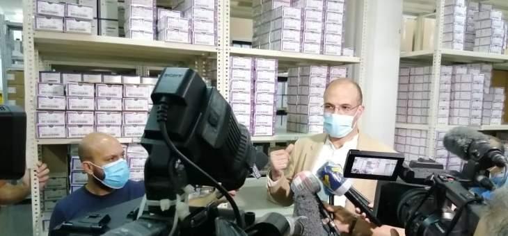 حسن يداهم في هذه الاثناء مستودعاً للمستلزمات الطبية في منطقة الحازمية