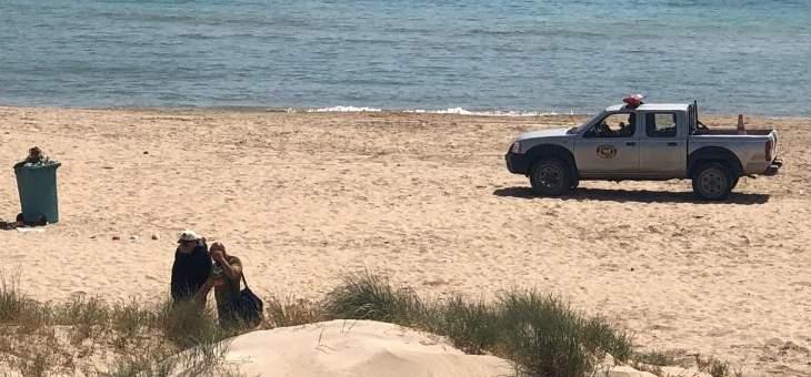 القوى الأمنية أخلت شواطئ صور من رواد البحر