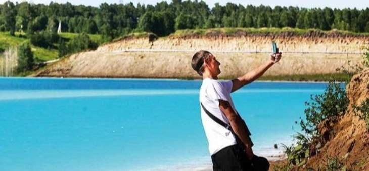 """سياح يقصدون بحيرة سامة من أجل التقاط """"سلفي"""""""
