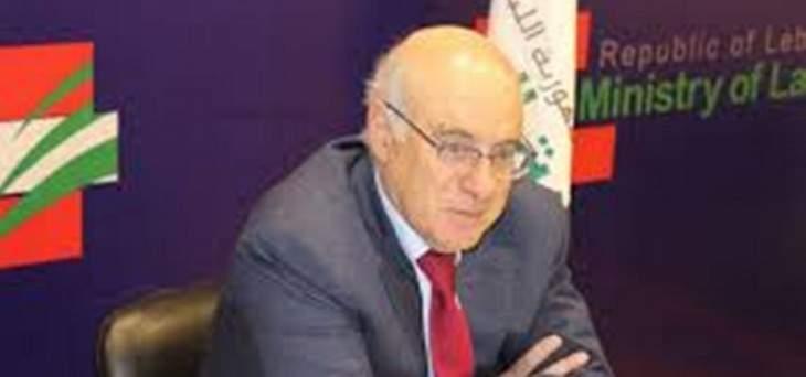 أبو سليمان: اعفاء السوريين من الحصول على افادة من السفارة السورية للحصول على اجازة عمل