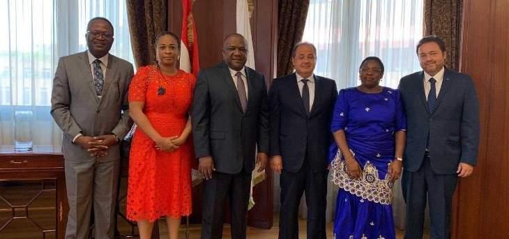 عربيد عرض مع رئيس بلدية الغابون توطيد العلاقات الاقتصادية بين البلدين