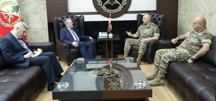 قائد الجيش إلتقى الغريب والسفير السوري