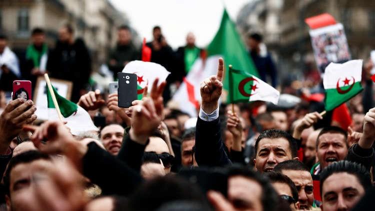 نتيجة بحث الصور عن احتجاجات الجزائر المحامون والقضاة