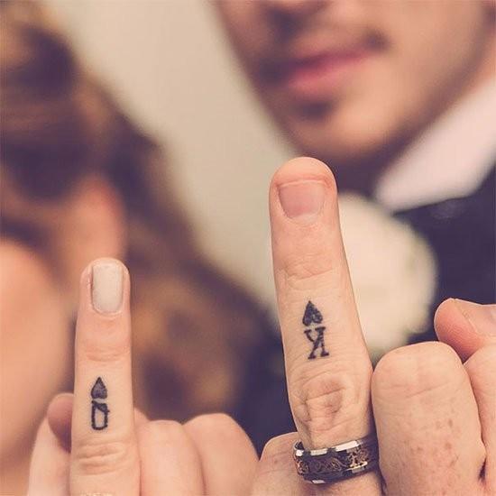 "008dc17c4 استبدال خاتم الخطوبة بـ""التاتو"""
