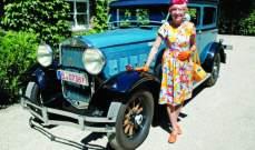 عجوز ألمانية تجوب العالم بسيارتها القديمة