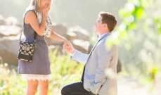 لماذا ينحني الرجل على ركبتيه عندما يطلب يد حبيبته للزواج؟