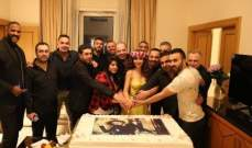 ميريام فارس تقطع قالب الحلوى في عيد ميلادها...بالصورة