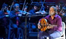 مارسيل خليفة في عمشيت.. يغني للشهداء ويصوّب على السياسيين