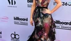 كايت بيكينسايل ترتدي فستاناً مزيناً بالمفرقعات النارية