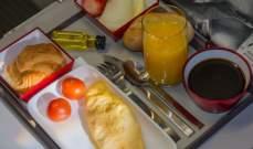 سبب عدم لذة الطعام على متن الطائرة