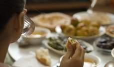 رغم الصيام.. لماذا يزيد الوزن في رمضان؟