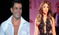 بعد تسريب صورتهما يداً بيد.. ملحن شهير يؤكد زواج عمرو دياب ودينا الشربيني