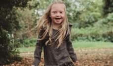طفلة تعاني من متلازمة داون تصبح عارضة أزياء
