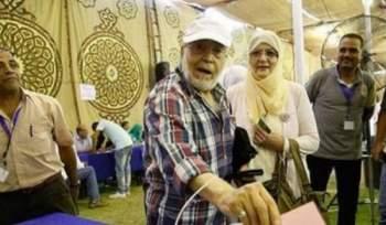 2f8ad8cf7 وإرتدت شمس البارودي الحجاب بمجرد عودتها من المدينة المنورة الى القاهرة ولم  تخلعه حتى الآن.