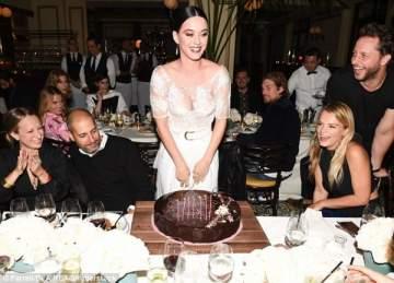 كايتي بيري تتلقى مفاجأة  في عيد ميلادها