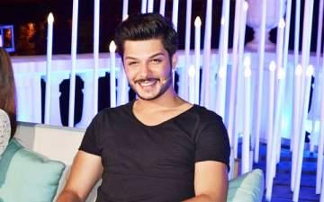 خاص الفن- نجم The Voice علي يوسف يقدم اغنية لبنانية شعبية