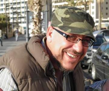طلال القنطار للنشرة: كيف الوضع بدأت كمزحة..وأفتخر بتأثري بزياد الرحباني