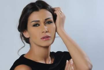 نادين الراسي تؤدّب إبنها الشاب بعد أن تأخر في العودة إلى البيت - بالفيديو