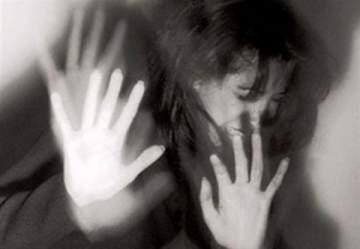 ممثلة شهيرة تروي تفاصيل عملية إغتصابها في كواليس تصوير فيلمها