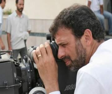 خالد يوسف يبتعد عن السياسة