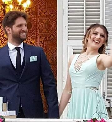 جيزام كراجا وزوجها يقضيان شهر العسل على متن يخت وسط البحر.. بالصور