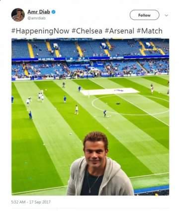 عمرو دياب في لندن لمشاهدة مباراة تشيلسي وأرسنال