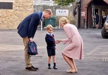 الأمير جورج في يومه الدراسي الأول:جماهير بانتظاره ووالدته تغيب