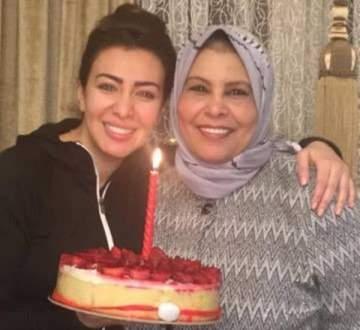 هكذا عايدت ميريهان حسين والدتها بمناسبة عيد الأم.. بالصورة