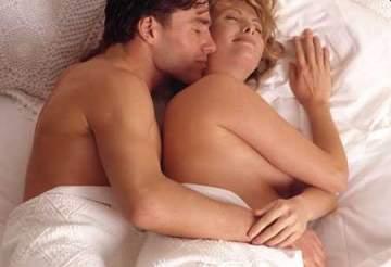 ماذا يفعل الرجل اذا شعر بتحركات الجنين خلال الجنس ؟