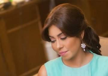 فنانة تدافع عن شيرين عبد الوهاب وهذا ما قالته عن عدم حضورها جنازة والدها