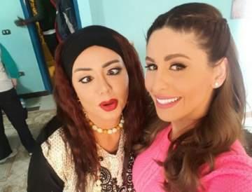 """رانيا يوسف مع مي سليم في كواليس """"سبع صنابع"""""""
