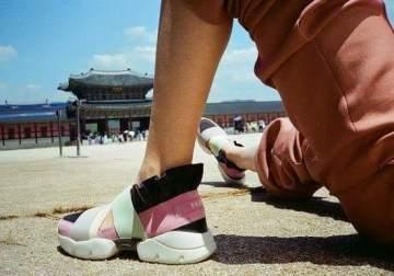احذية علامة إميليو بوتشي مزينة بأسامي مدن عالمية