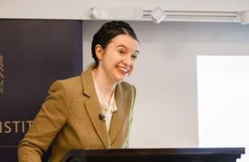 """باحثة من كامبريدج """"المرأة لها حق استخدام جسدها للحصول على المال"""""""