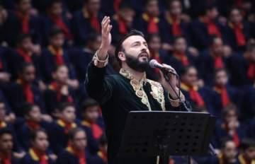 غبريال عبد النور يغني الميلاد بمرافقة كورال من ألف تلميذ وتلميذة-بالصور